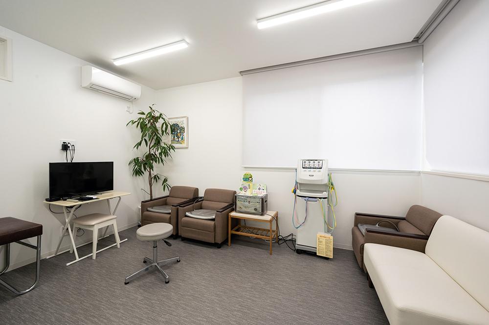 低周波および温熱治療器具室