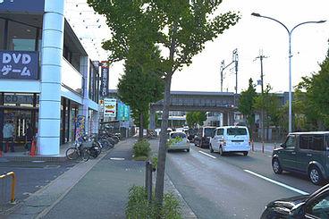 物集街道を桂川駅、イオンモール方向へ<br>新幹線の高架下を右折